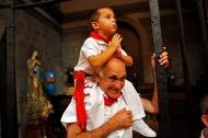 Abuelo y nieto en Tafalla